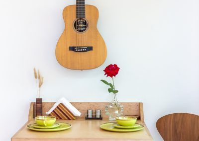 DMI Residential Photography_Sommers Treehouse_BreakfastTable_wall mounted