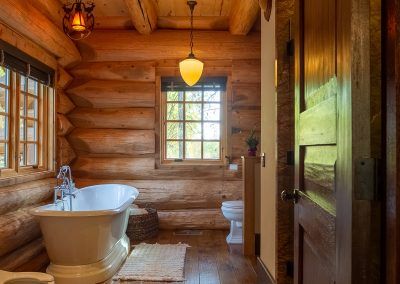 Residential Photography. Muxlow Family Cabin in Kingsburg - Bathroom